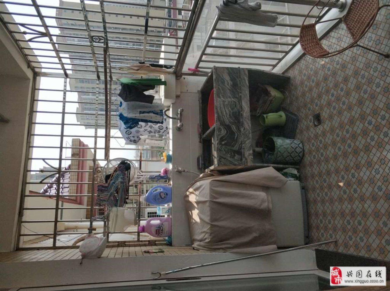 盛發三號樓精裝修3室2廳2衛59.6萬元