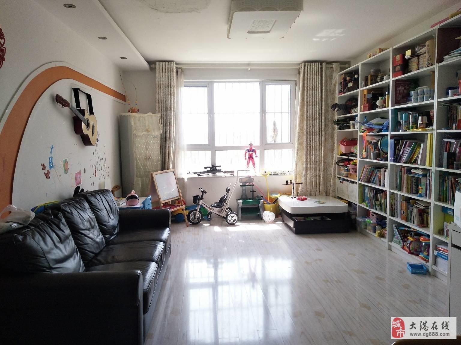 海天园3楼3室通厅106平125万,位置好,看房方便邻包入住