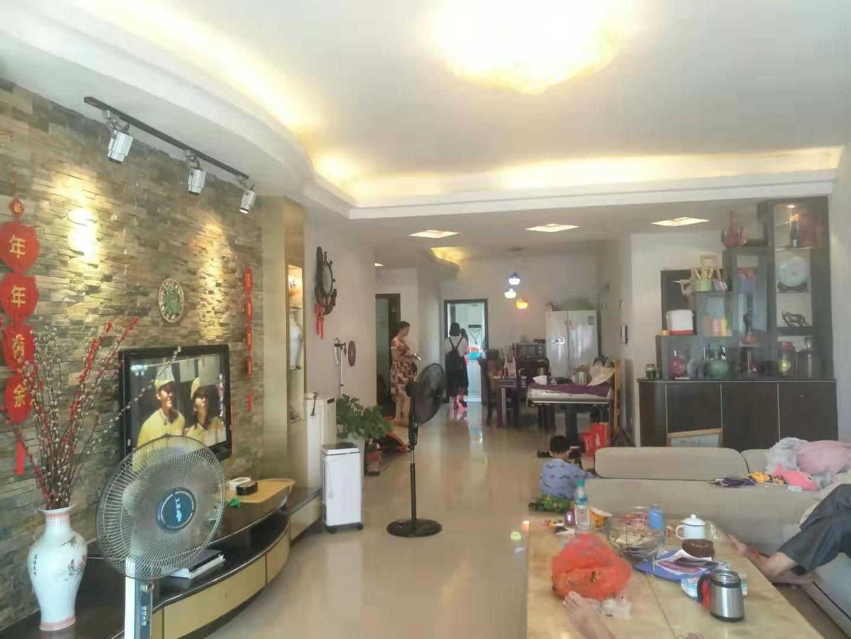 东晋华庭城中心位置大三房139方装修保养好