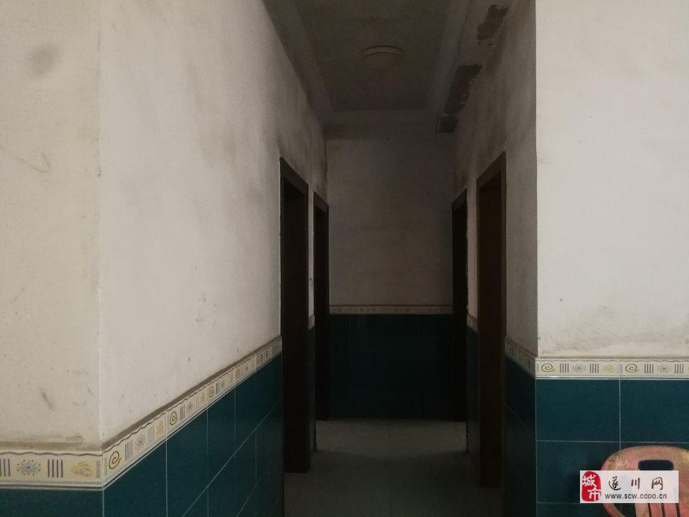 江津錦苑三房帶家具家電送儲藏間房東誠心出售