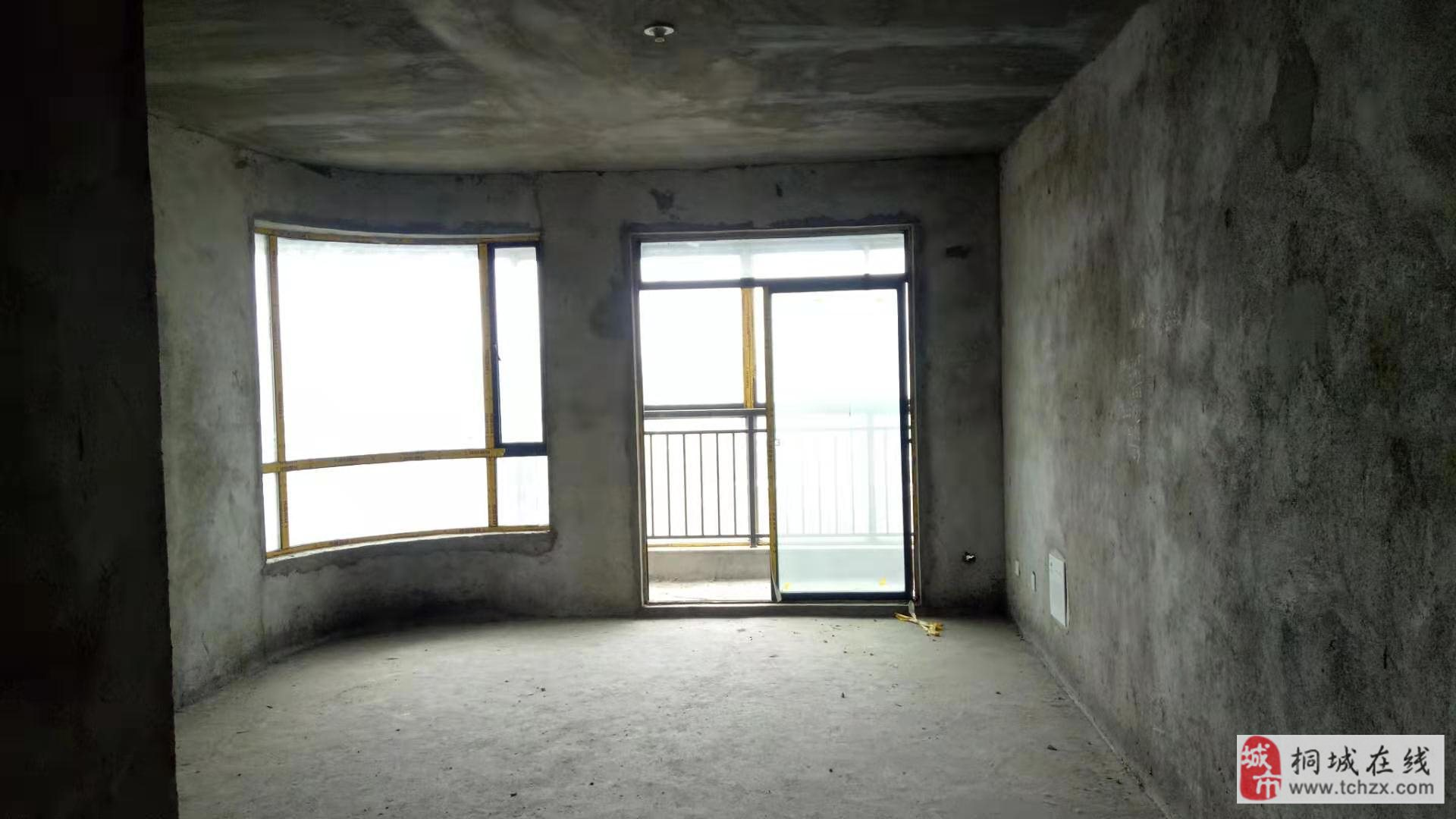 金凱大都會143平米電梯房,中間樓層105萬元