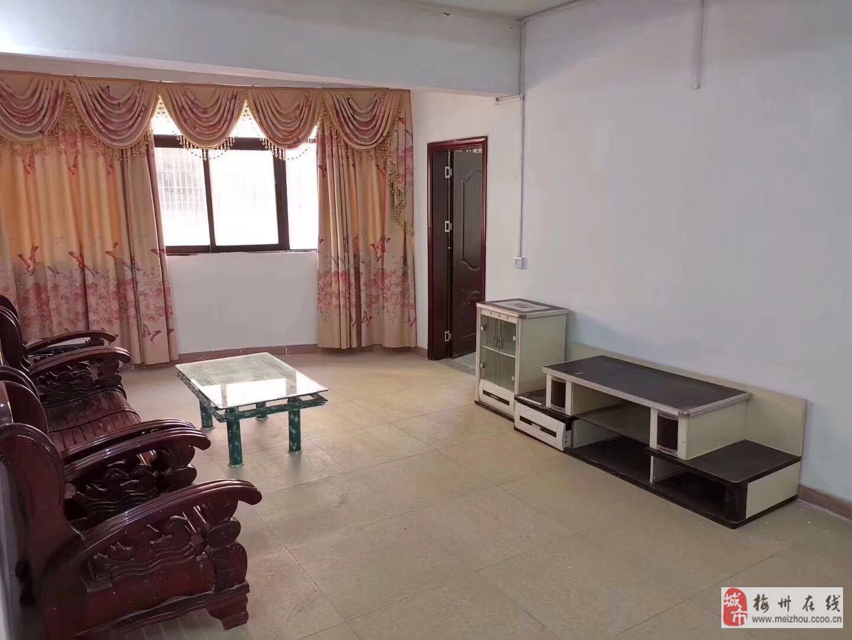 富贵花园3室2厅1卫31.8万元