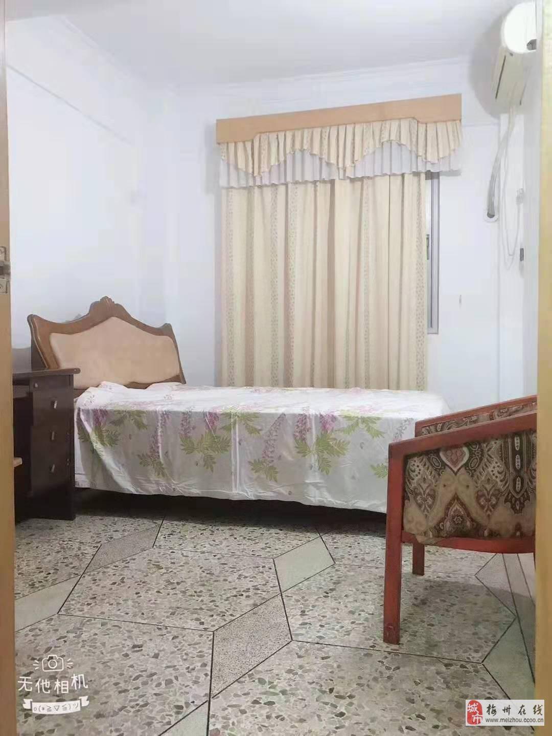 盘古花园3室2厅1卫48.8万元