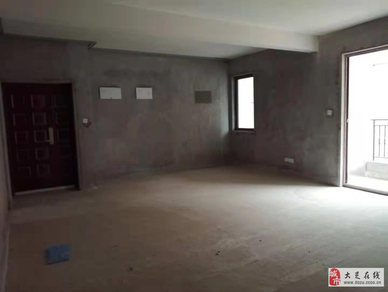 國興海棠國際4室2廳2衛83萬元