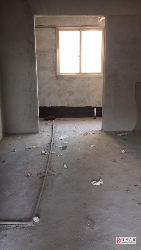 恒大名都二期3室2厅2卫138平米115万毛坯房