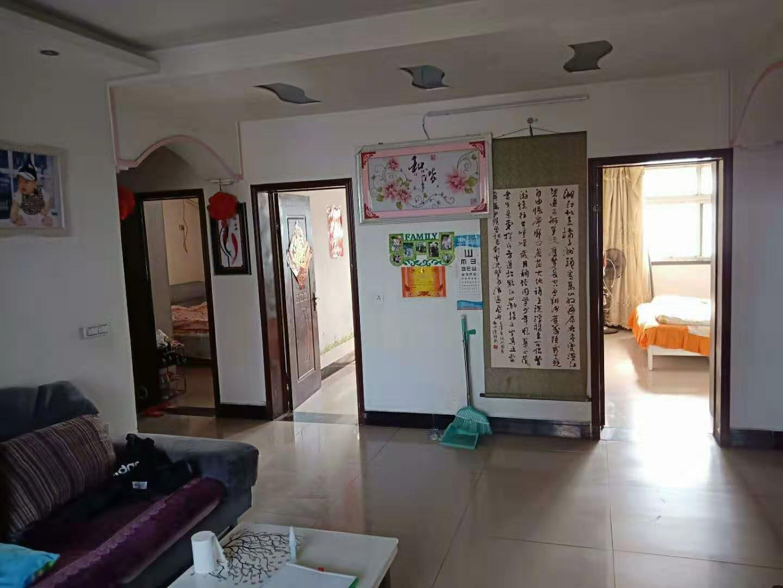 出售yabo狗亚下载市八一路学区房步梯3楼110平房屋