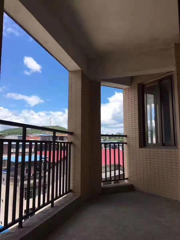 华晖棕榈泉3室2厅2卫93.8万元