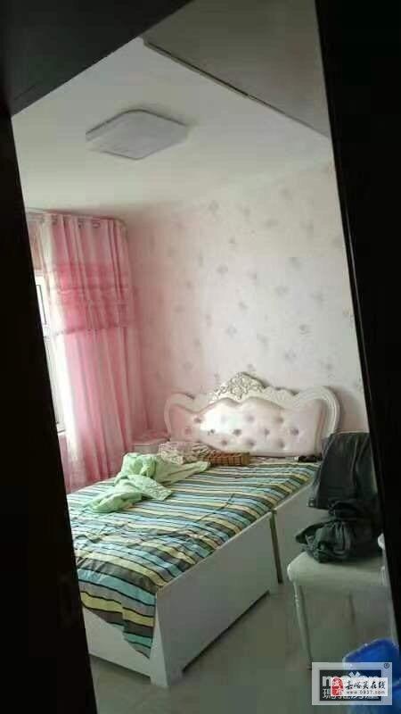 东兴嘉园2室2厅1卫精装房