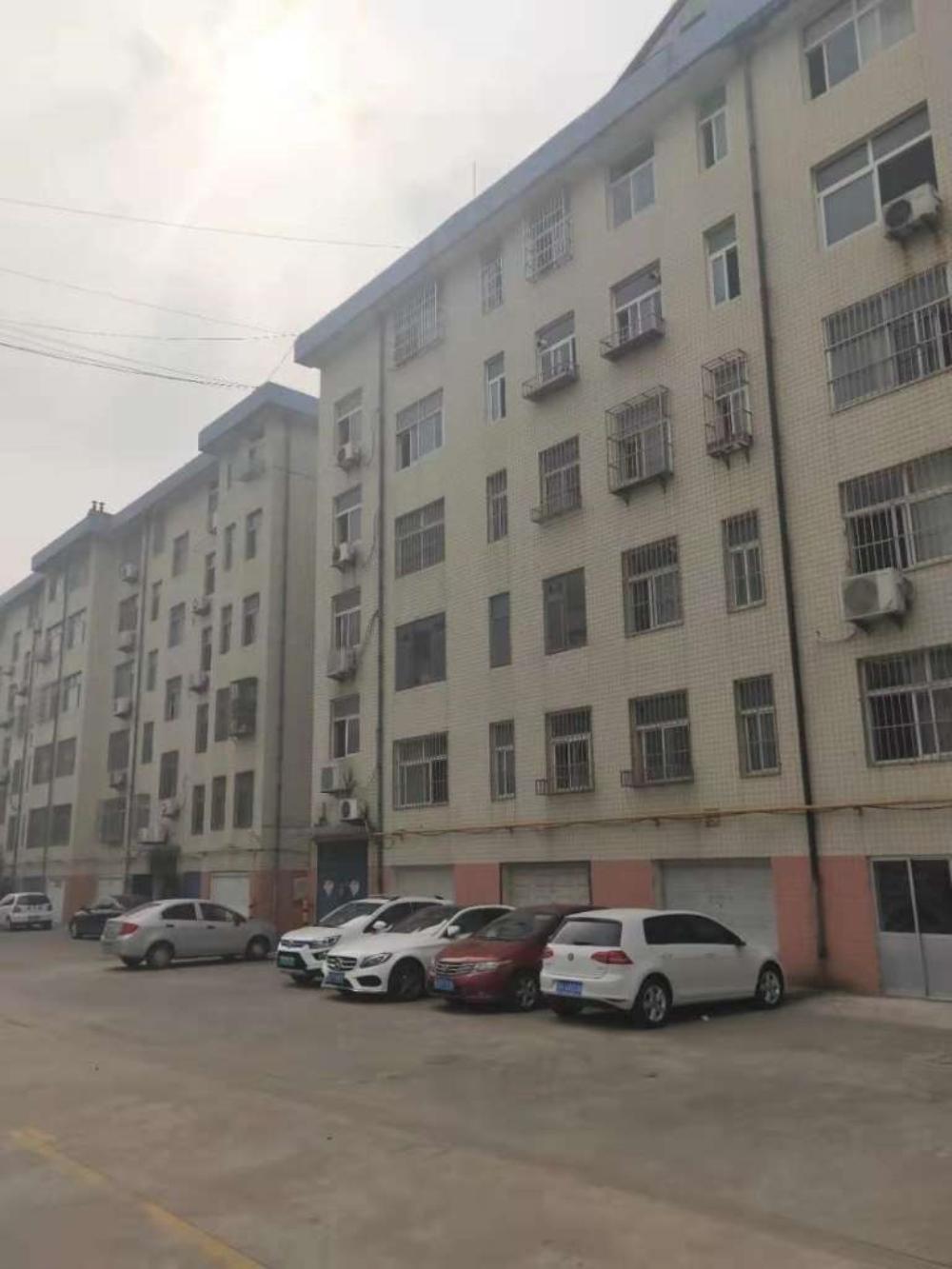 青南组团3楼3室简装带储双证87万能贷款
