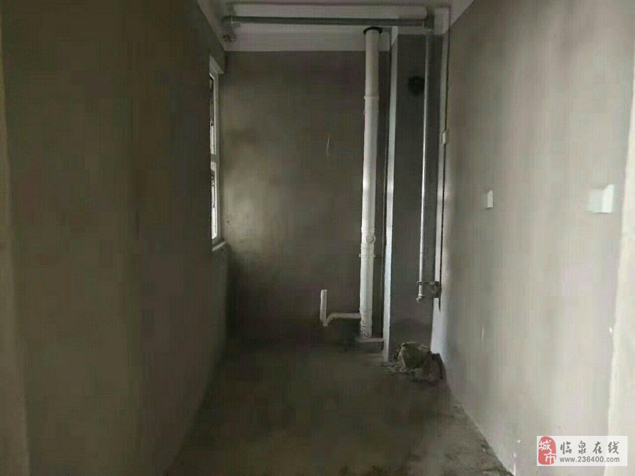 中泰锦城3楼毛坯+黄金位置+证2年,免税72万