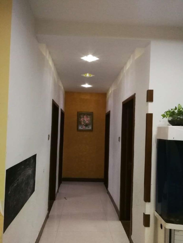 海岱益王府电梯3楼146平精装三室带车位储118万