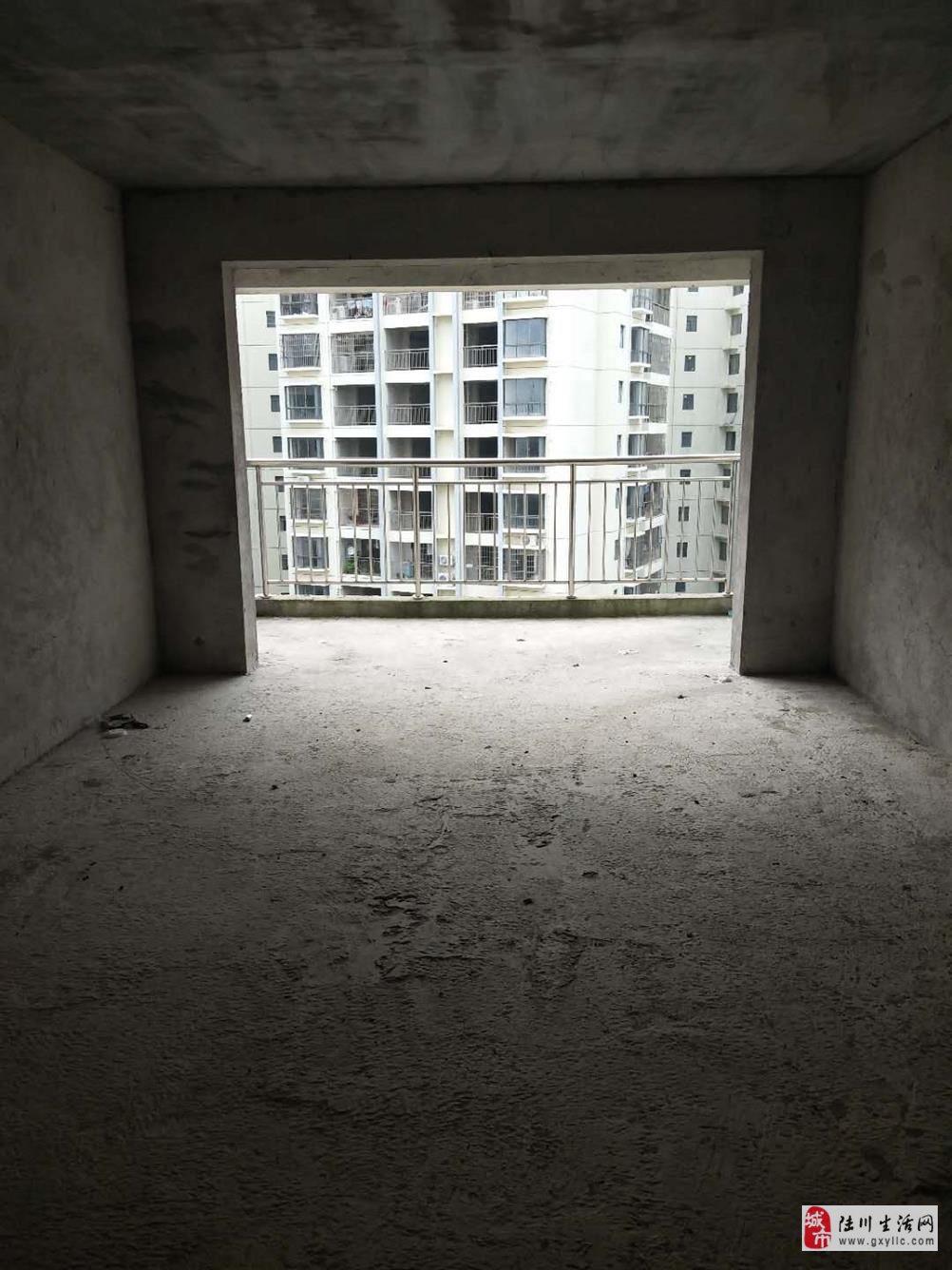 鸣大小区4室2厅2卫53.96万元