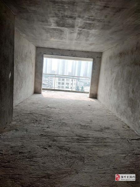 鸣大小区3室2厅2卫48万元