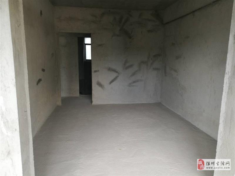 鸣大小区3室2厅2卫44.8万元