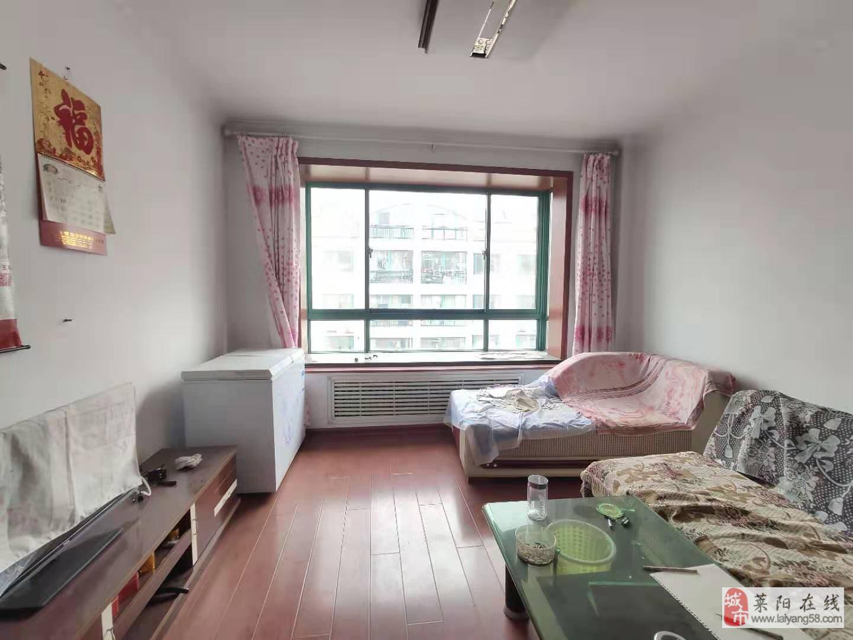 D飞龙花园86平带小房出售
