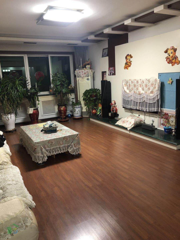 新華南小區3室2廳140平米4樓精裝出售