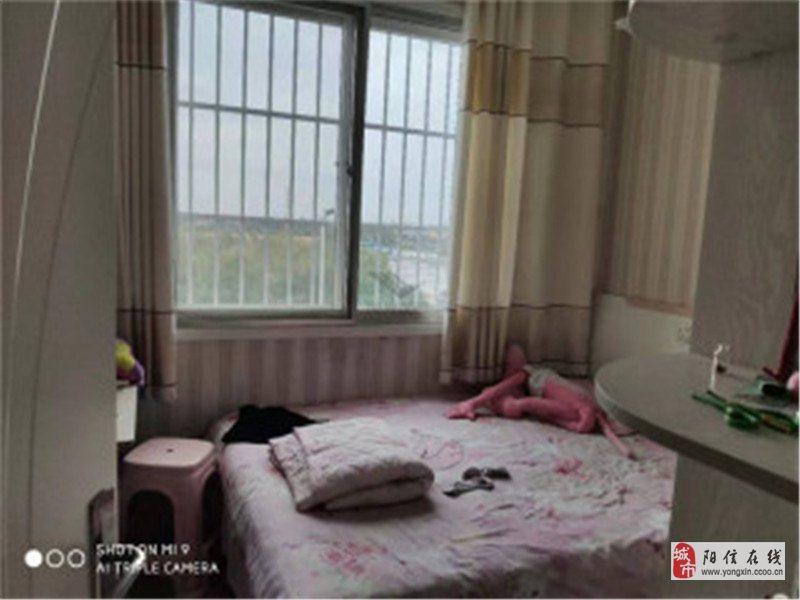 華龍家園精裝修三居室66萬元老證