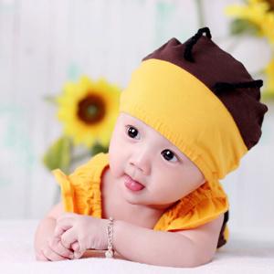 拍出来的照片宝宝装模作样的表情,比比皆是堪称滑稽.