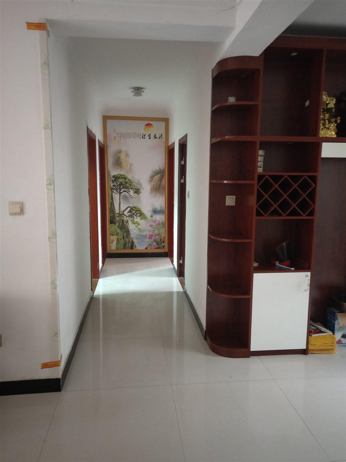帝华上苑一楼中装3室 2厅 2卫67万元