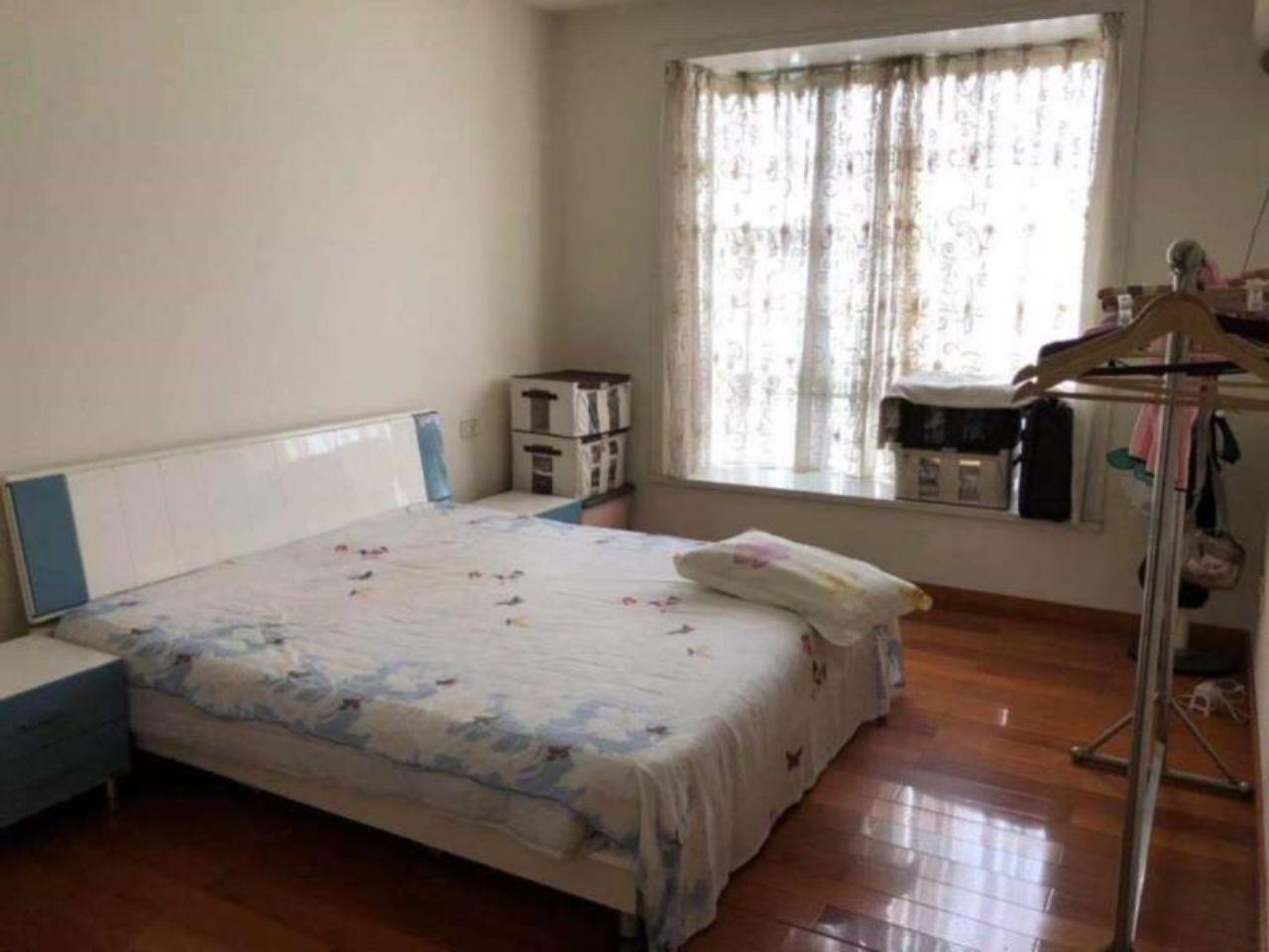 平安小区4室 2厅 2卫 1厨 2阳台 94万元