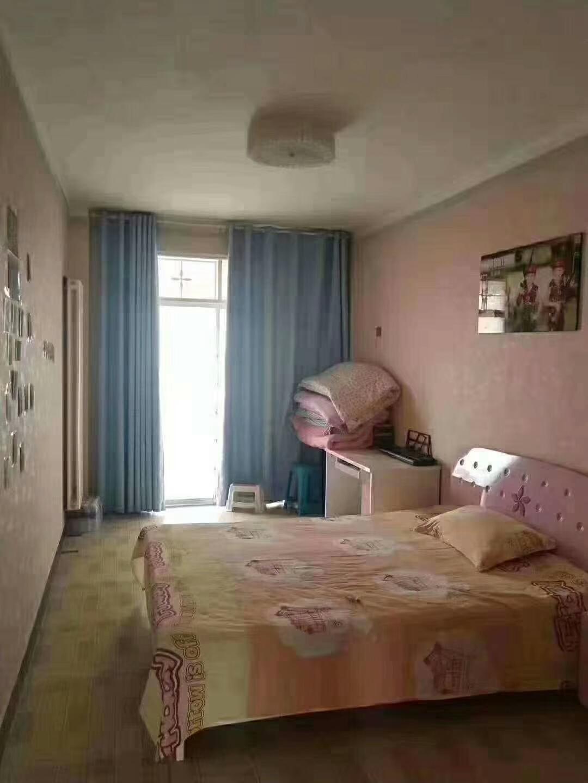 一高对面婚房装修3楼3室 2厅 2卫50万元