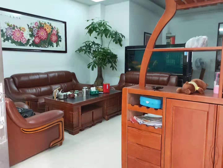 家和小区4室 2厅 2卫62.8万元