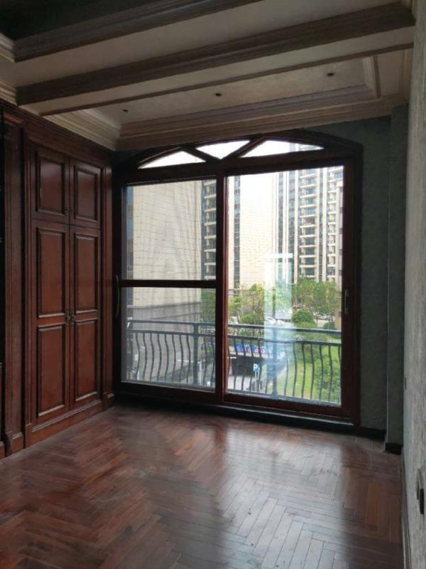 香榭公园里3室 2厅 2卫78万元