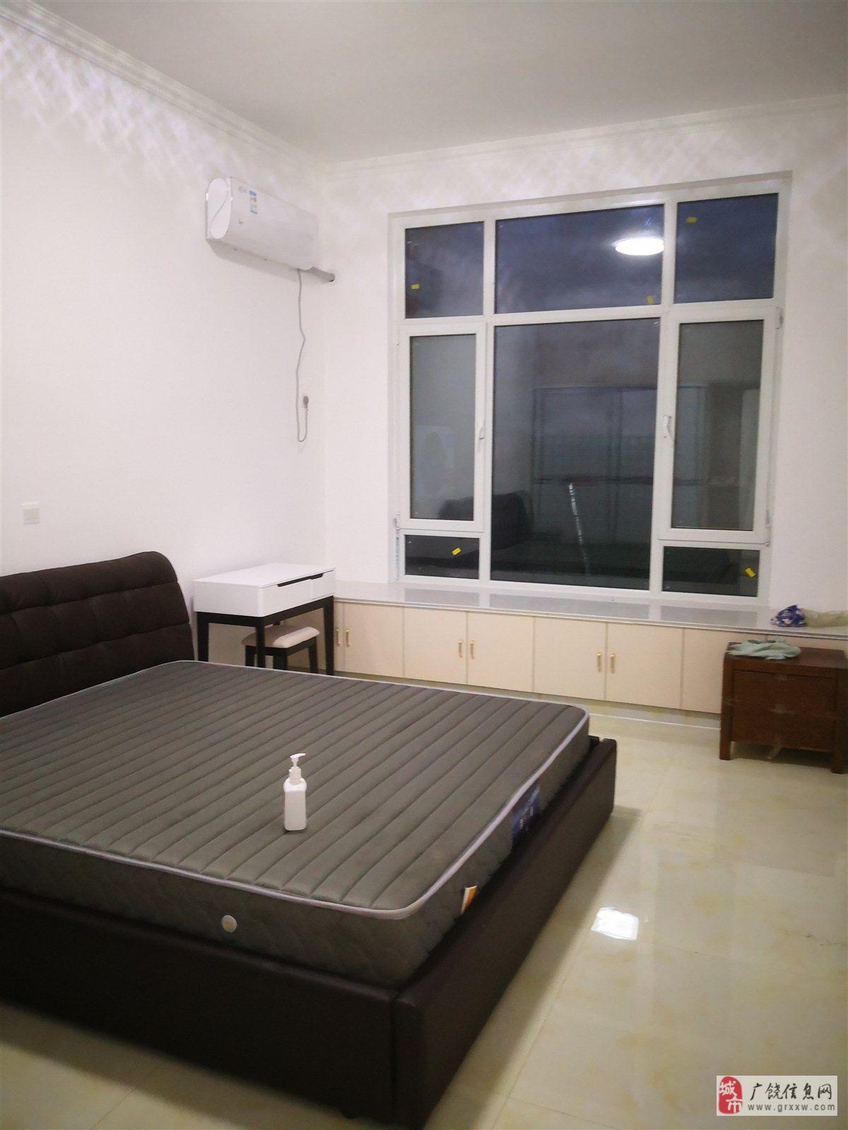 同和小区一期3室 2厅 1卫52万元
