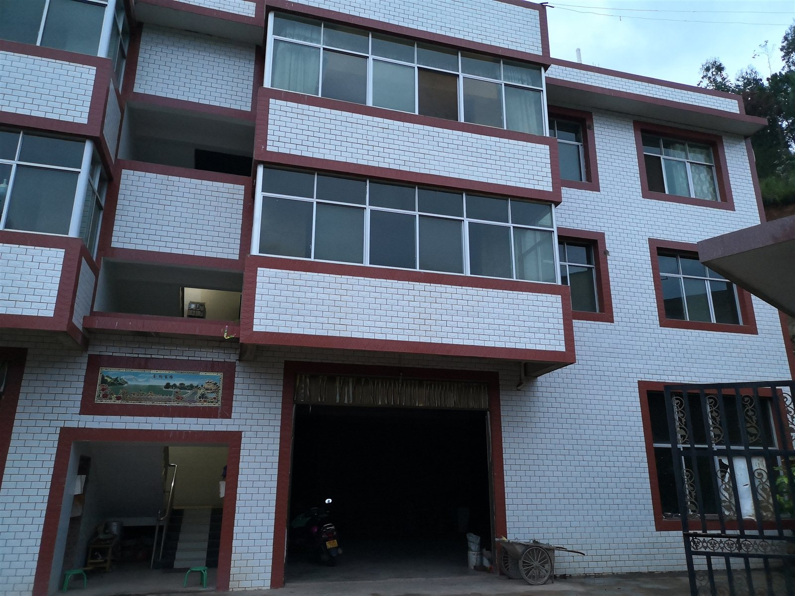 小产权房4室 2厅 2卫