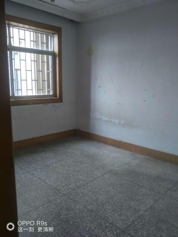 售中心地段杭州路3室 2厅 2卫33万元