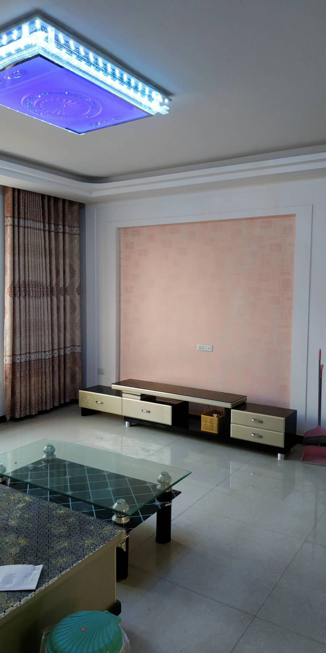 梨花园A区3室 2厅 2卫30万元