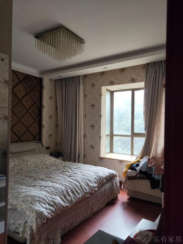 东湖国际3室 2厅 2卫66万元