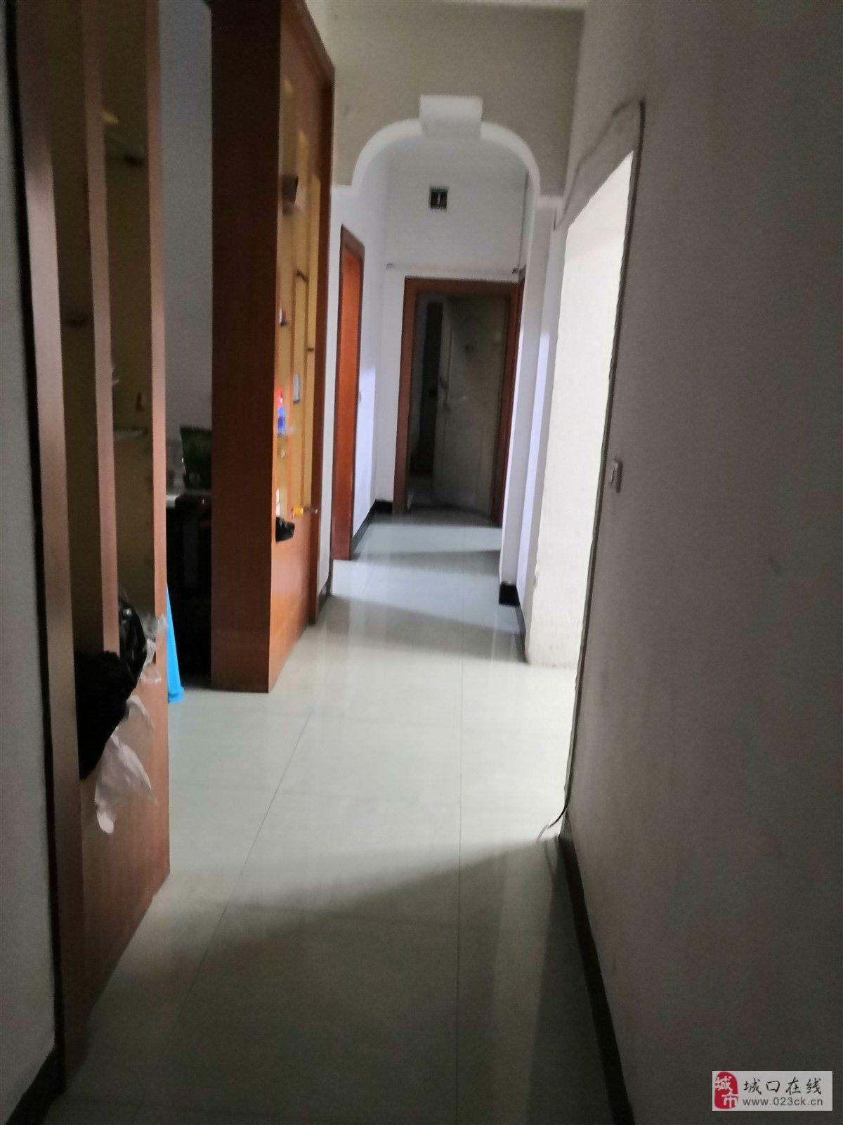南大街鸽子沟4室 2厅 2卫70万元
