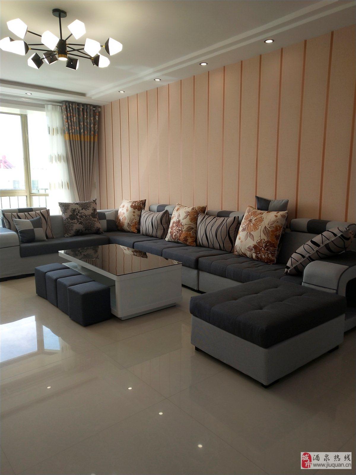 紫藤家苑3室 2厅 1卫52.8万元
