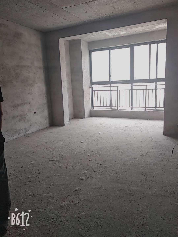 东皇世纪城3室 2厅 1卫40万元