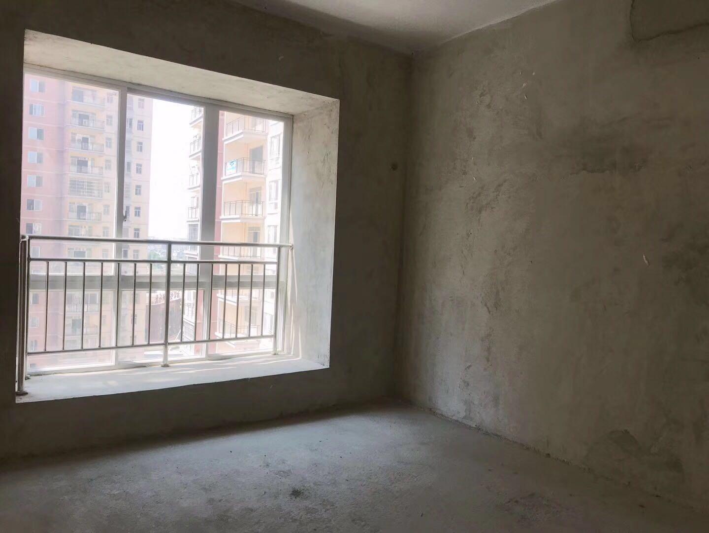 首創新村3室 1廳 1衛24萬元