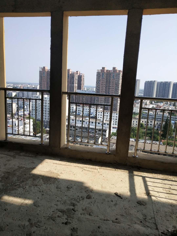 世博国际城3室 2厅 2卫82万元