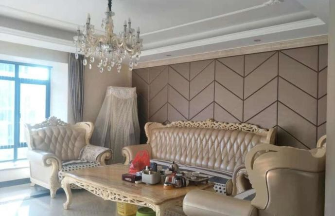 宝龙社区精装4室 高层仅售255万元