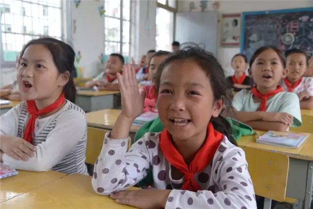 保靖实施教育扶贫 为孩子撑起一片蓝天!