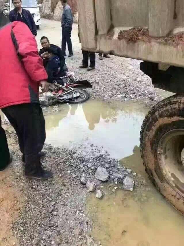 保靖张坪附近发生一起车祸,望司机朋友们注意安全