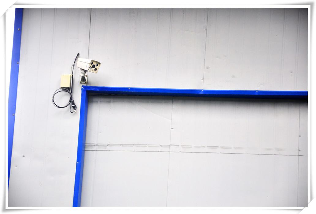 先进的制水车间,密封无菌的灌装车间,一丝不苟认真负责水质检测-