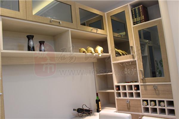 好莱客定制家居大师,主要经营:全屋家居,衣柜,衣帽间,酒柜,鞋柜等.
