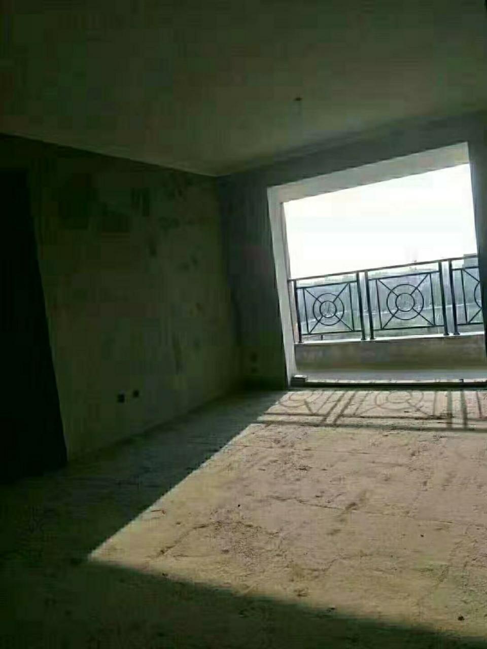东方明珠,3室2厅,电梯双气,65万元